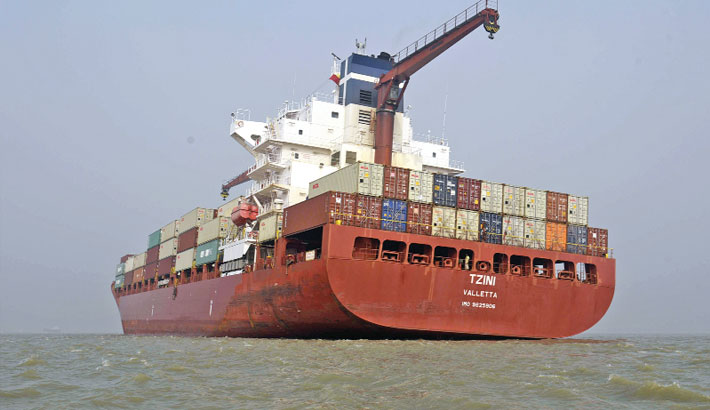 Container vessel  gets stranded  on shoal
