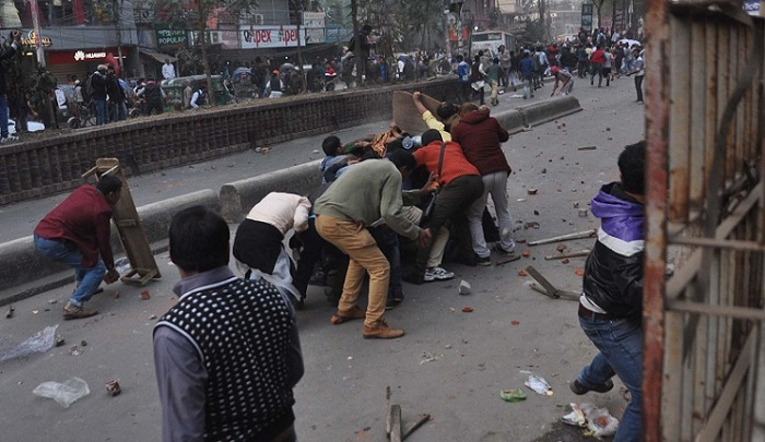 50 hurt during clash with hawkers in Narayanganj