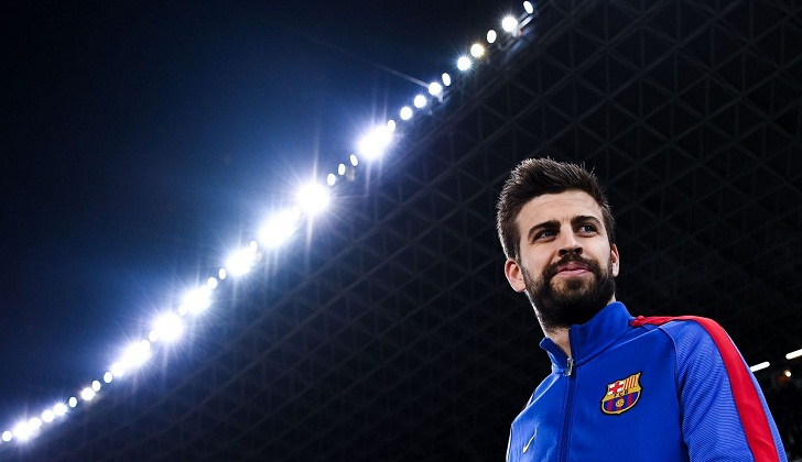 Pique extends Barcelona deal