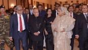 Pranab lauds Bangladesh's progress at president's dinner
