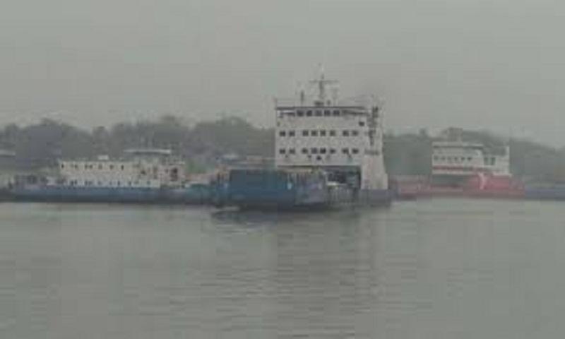 Fog halts Paturia-Daulatdia ferry services