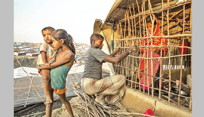 Rohingyas fix up shelters ahead of monsoon