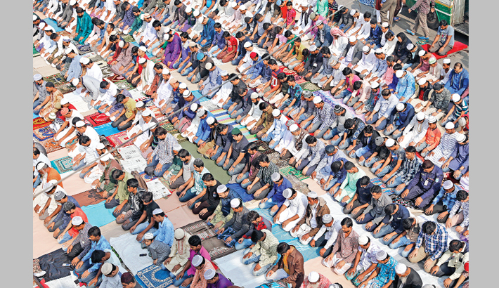 Thousands of Muslim devotees offer Juma prayers