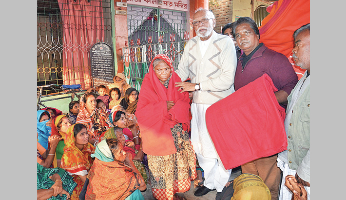 Land minister distributes  warm clothes