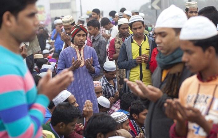 Akheri Munajat begins