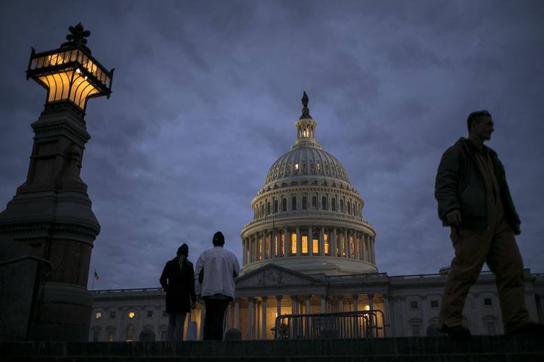 Senate talks fall short, shutdown extends into workweek
