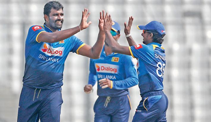 Sri Lanka keep Zimbabwe waiting