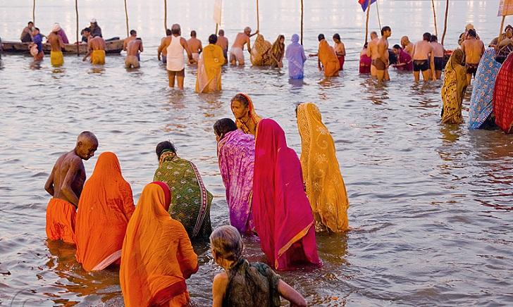 Millions gather to 'purify souls' in Hindu bathing ritual