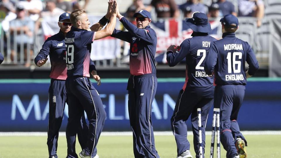 Root stars as England set Australia chase of 260 runs