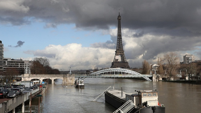 Seine inches higher, keeping Paris on alert