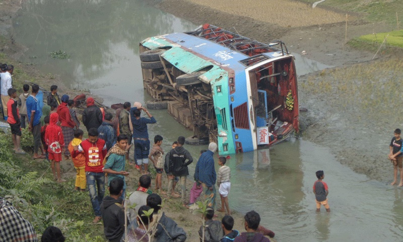 30 hurt in Tangail bus plunge