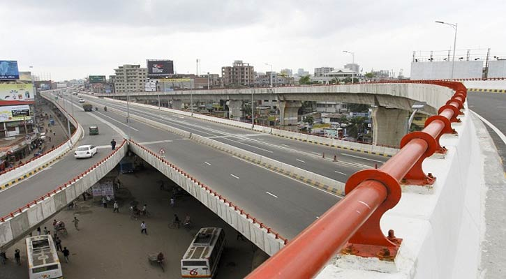 Teenage boy jumps off flyover, crushed under bus