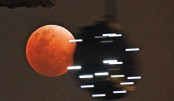 Skywatchers see 'super blue blood Moon'