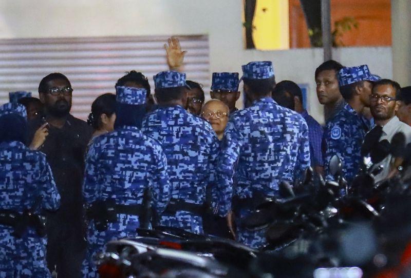 Maldives: Supreme Court judges arrested amid political crisis