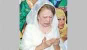 Khaleda offers  fateha at Sylhet shrines