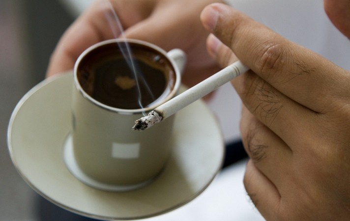 Hot tea ups esophageal cancer risk in smokers, drinkers