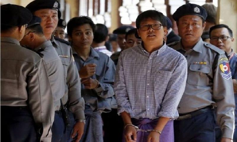 Rohingya crisis: Reuters journalists held 'for investigating Myanmar killings'
