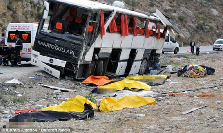 9 killed in bus crash in southern Turkey