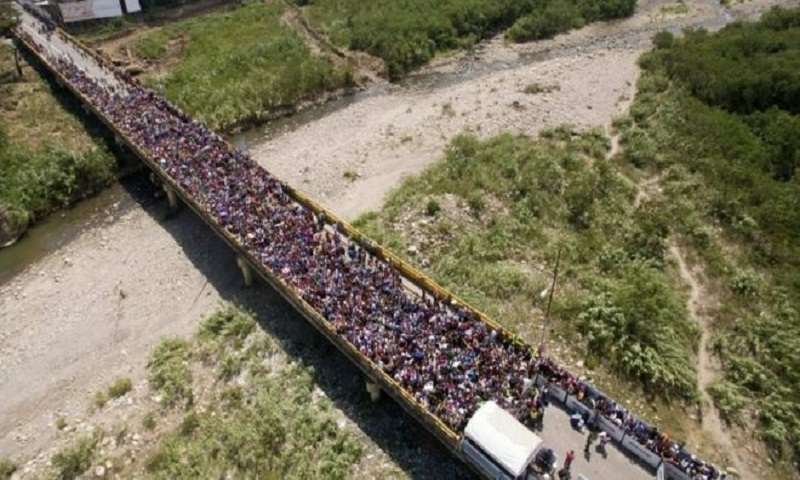 Venezuelans rush to the border as Colombia tightens controls