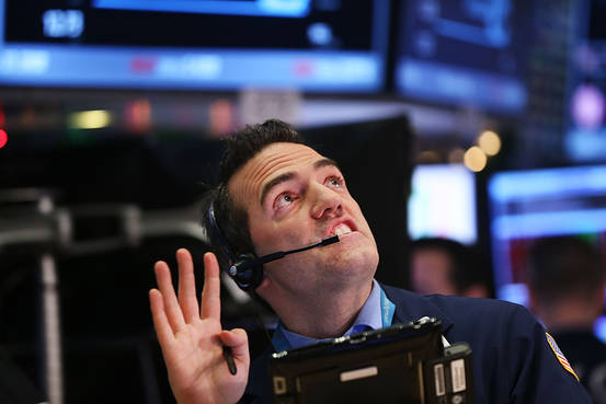 Stocks' drop brings scrutiny of complex low-volatility bets