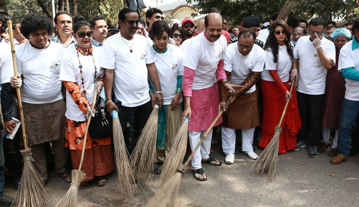 Stars conduct cleanup drive in FDC