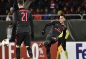 Arsenal ease to victory, Batshuayi grabs Dortmund comeback win