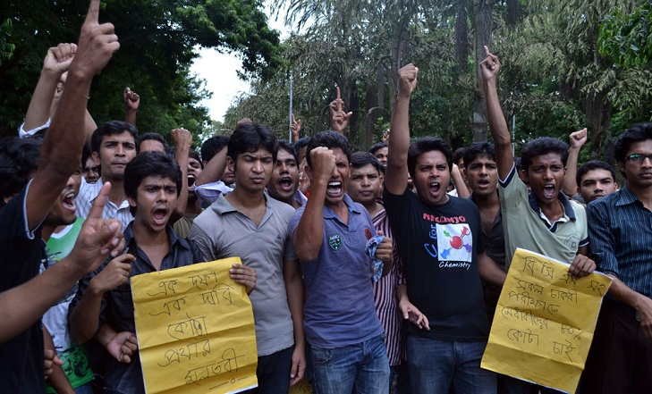 Students block Shahbagh demanding revision of quota system in government jobs