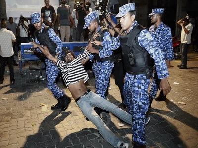 Maldives police break up opposition protests; many injured