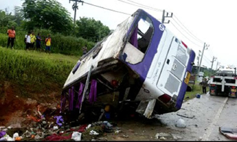 17 tourists injured, Thai driver killed in bus accident in Thailand