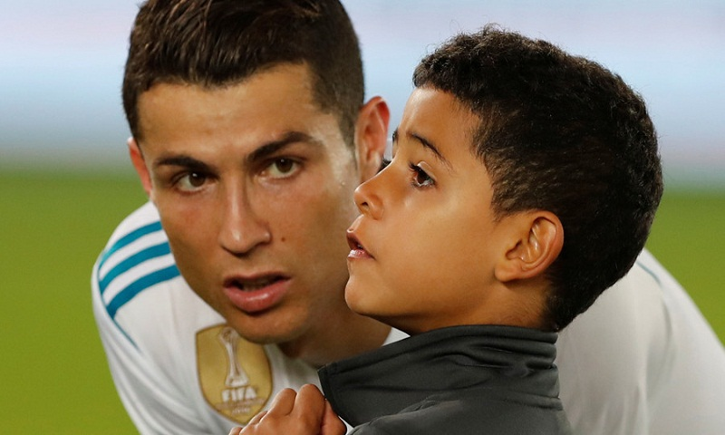 Cristiano Ronaldo calls on the world to help Rohingya refugees