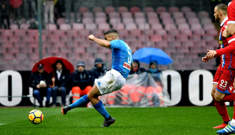 Napoli beat Juventus, stay top in Serie A
