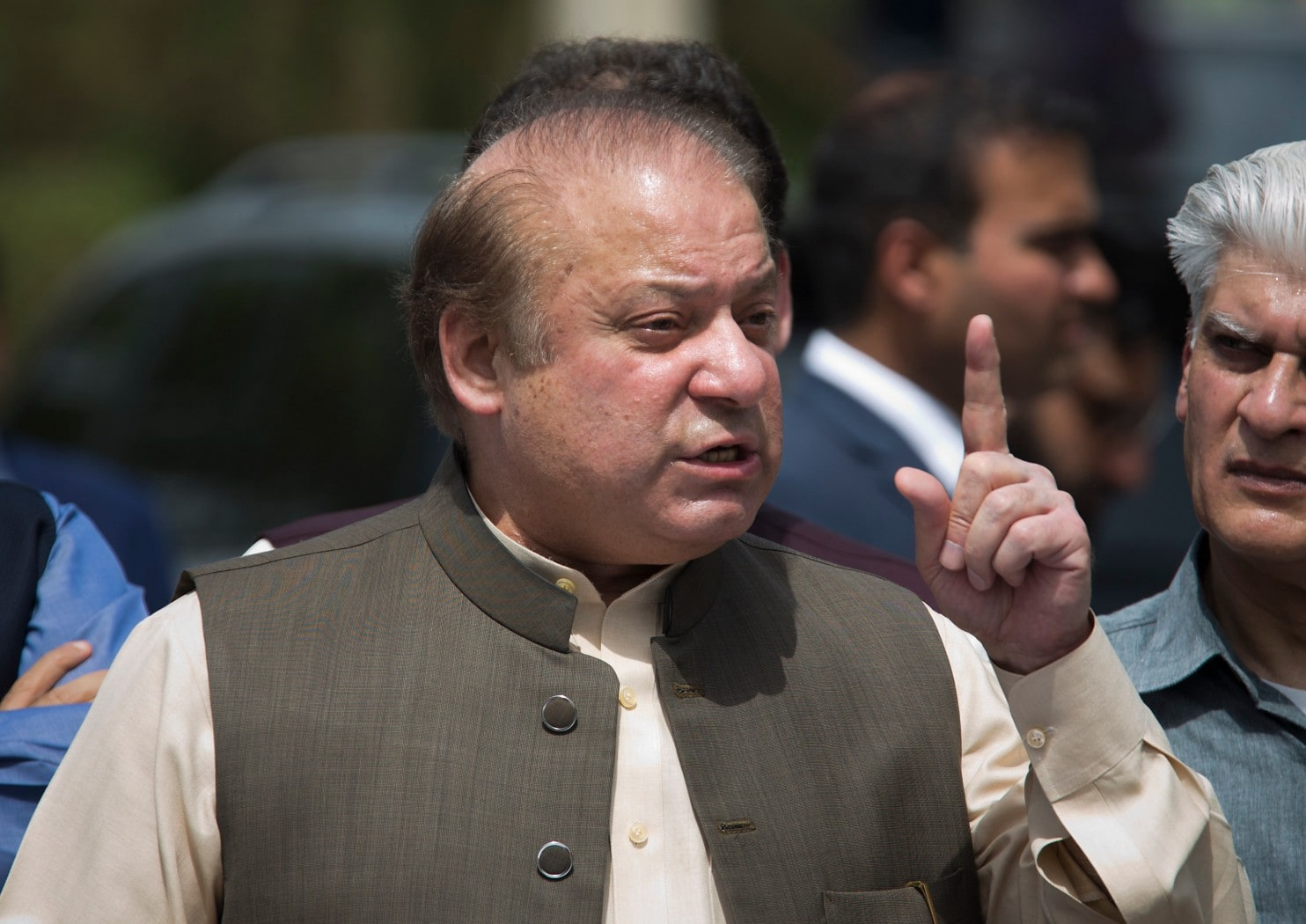 Pakistan's top court rules against disqualified Prime Minister Sharif