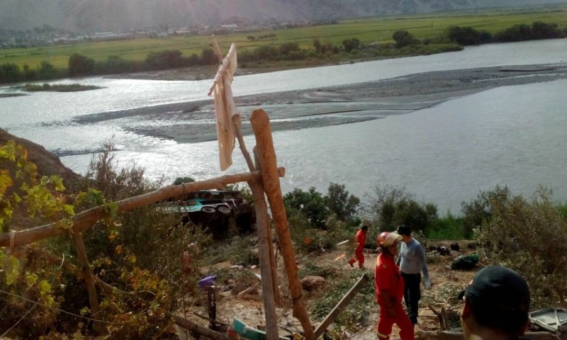 Peru bus accident: 44 dead as bus plunges into river