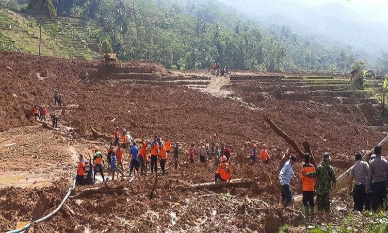 Hillside crashes onto Indonesian farmers; 5 dead, 18 missing