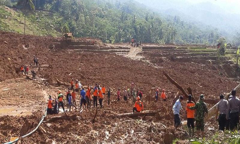 Hillside crashes onto Indonesian farmers; 5 dead, 18 missing