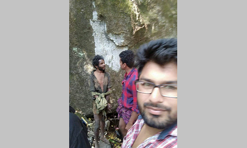 India Kerala mob takes selfies while lynching man