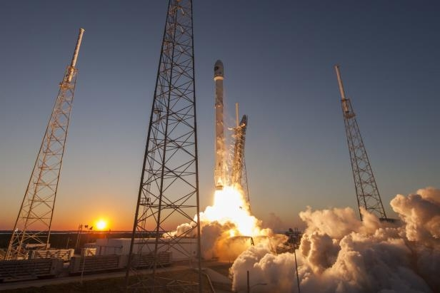 SpaceX 's Falcon 9 launches Spanish observation satellite