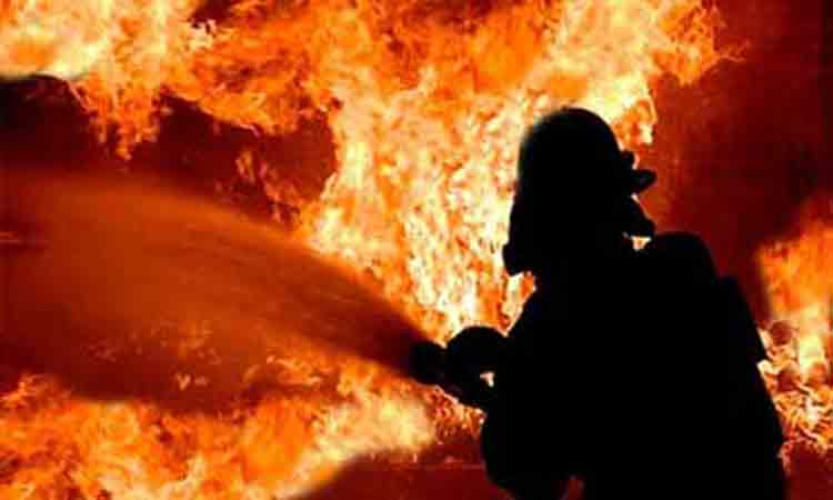 Jhut godowns catch fire in Gazipur