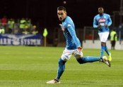 Napoli routs Cagliari 5-0 to open up 4-point lead over Juve
