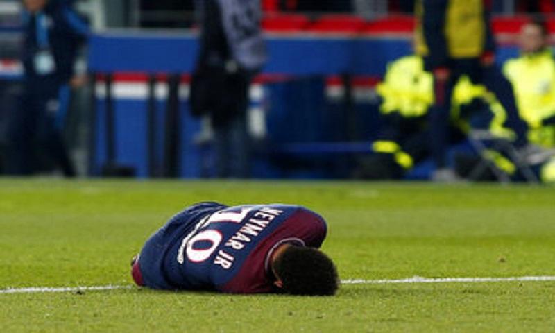 PSG denies Neymar requires surgery; Brazil doctor in Paris