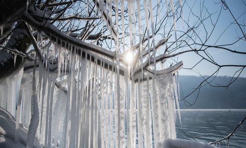Geneva airport temporarily shut after snowfall blankets city