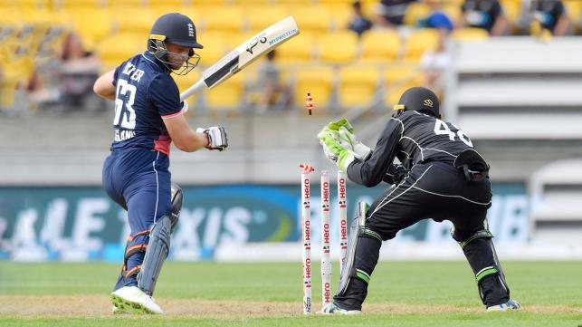 New Zealand restricts England to 234