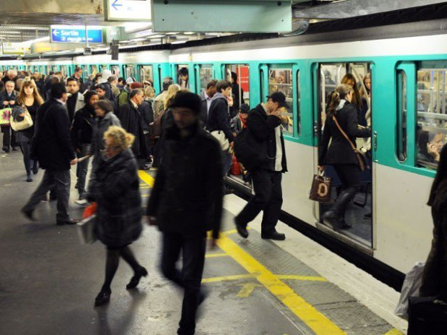 Paris metro fines pregnant woman for walking wrong way