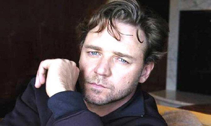 Russell Crowe to hold a divorce auction