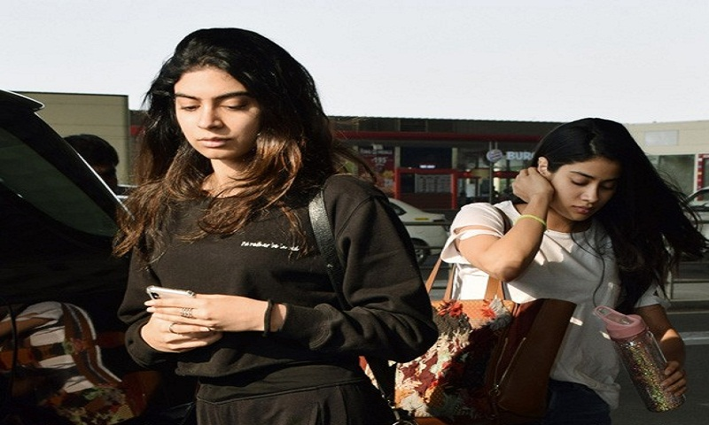 Janhvi Kapoor and Khushi Kapoor spotted at the airport