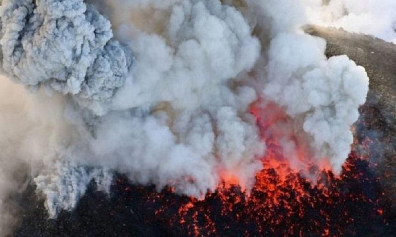 Mount Shinmoedake: Warning over Japan's James Bond volcano