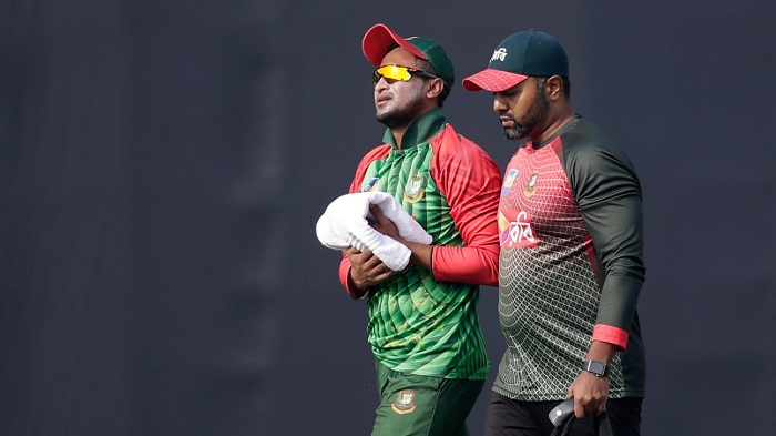 Australian doctor suggests no surgery on Shakib finger