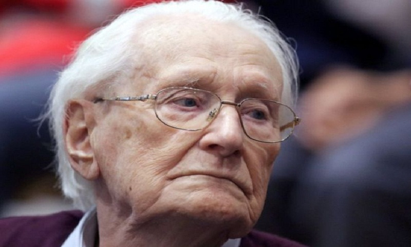 Oskar Gröning: 'Bookkeeper of Auschwitz' dies at 96