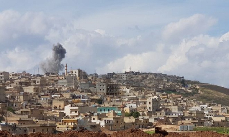 Syria war: Thousands flee twin offensives in Afrin and Ghouta
