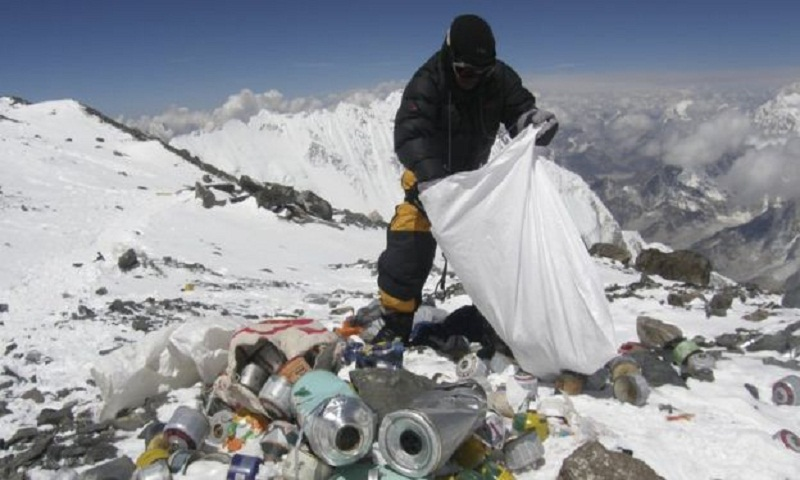 Everest clean-up campaign begins